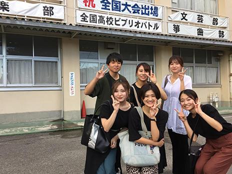 HP連携講義に参加する大学生たち (四日市南).jpg