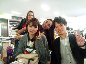 シドニー大学の仲間と(時田さんは右側)