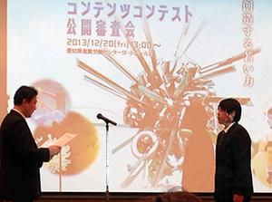 表彰者代表の村田さん(右)