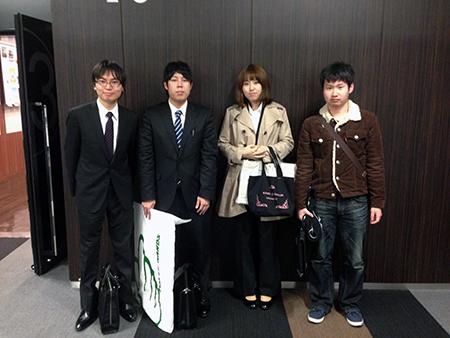 左から受賞者の安井さん、村田さん、近藤さん、河村さん