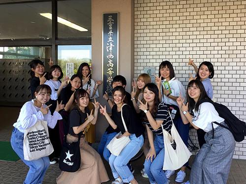 hpプロジェクトに参加する坂田ゼミ生たち.jpg