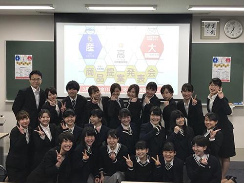 HP高校生・坂田ゼミ生による集合写真.jpg