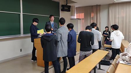HP⑤終了後に中京大学生が熱心に質問.jpg