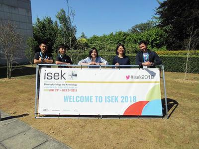 HP(左から)吉田さん、石川さん、宮本さん、国際教養学部・太田めぐみ教授、渡邊准教授.jpg