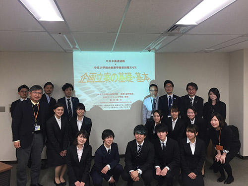 HPNEXCO中日本の皆さんと坂田ゼミ生とで集合写真.jpg