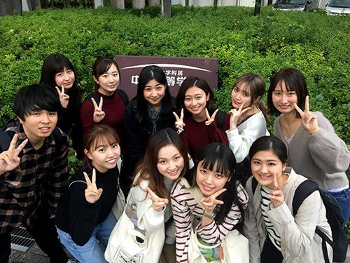 hpプロジェクトに参加する坂田ゼミ生.jpg