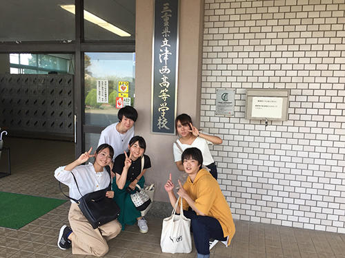 HP連携講義に参加する大学生たち.jpg