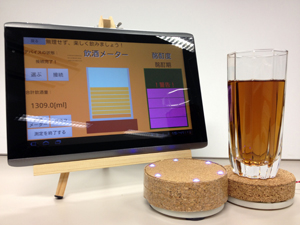 Androidアプリケーション(左)とコースター型デバイス