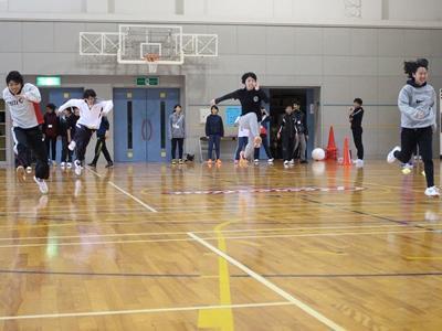 スポーツ体験で5段跳びに挑戦 縮小版.jpg