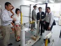 雷などの研究をする高電圧実験装置も注目を浴びた