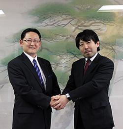 山中市長(右)を表敬訪問した梅村理事長