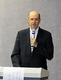 ジェームズ・F・ダンジェロ・国際英語キャリア専攻主任