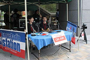 現代社会学部の学生によるラジオ放送