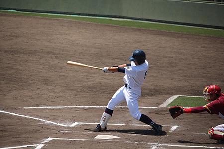 hp走者一掃の二塁打を放った野崎選手.jpg