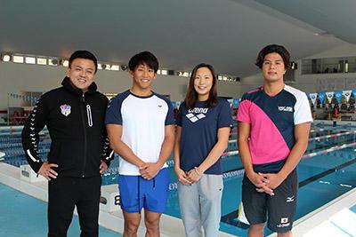 (左から)佐々木代表コーチ、川本、相馬、江戸選手 .JPG