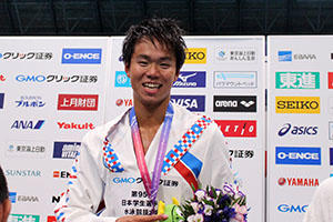 100㍍背泳ぎ優勝の宇野選手.JPG