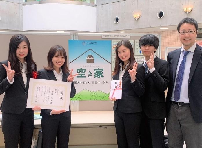 (左から)神谷祐里さん、森美波さん、森田真帆さん、宮本陸さん、齊藤先生.jpg