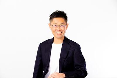 HP中野智哉氏(株式会社i-plug 代表取締役CEO、経営学部卒).jpg
