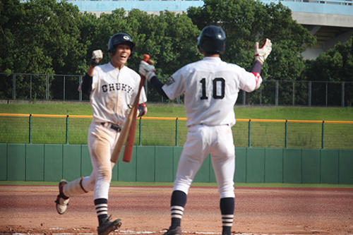 HP本塁打の小河内選手。迎えるのは次打者和田選手.jpg
