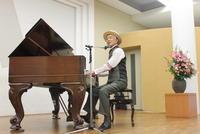 中京大学主催コンサート「愛と平和の調べ」 1875年製「スクエアピアノ」発掘した池宮正信さんが演奏