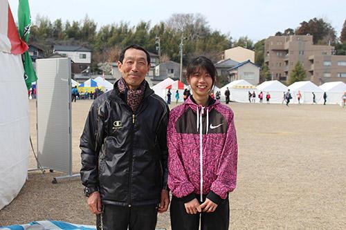 HPレース後、会心の笑顔を見せる杉浦選手と川口コーチ.jpg