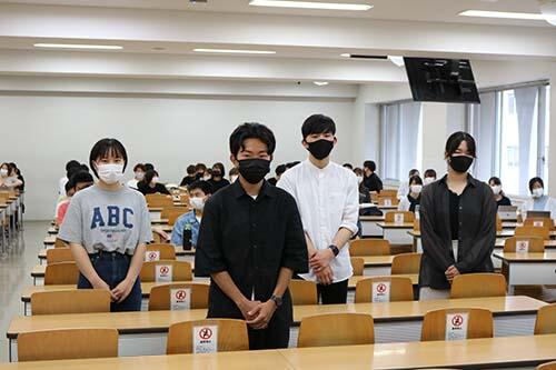 HPIMG_7422_(前列)室谷さん、(後列、左から)加藤さん、小林さん、高原さん.jpg
