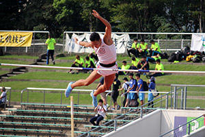5m30をクリアした石川選手.JPG