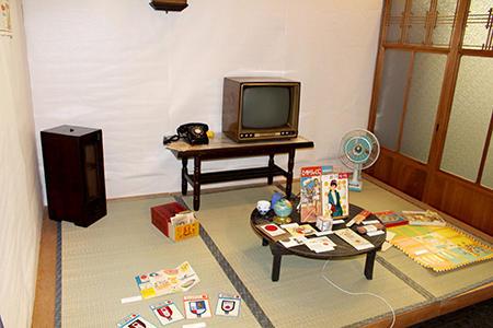 会場内に設けられた昭和の小部屋-a.jpg
