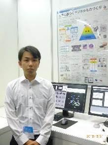 修士2年学生の田口君が説明.jpg